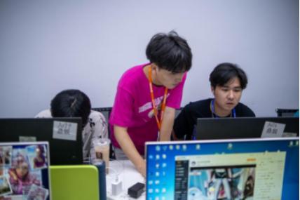 傲世皇朝平台【看点】众星孵化平台开展业务培训