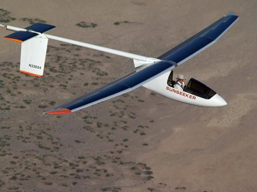 低速遥控太阳能飞机,白天飞行时利用取得的太阳辐射
