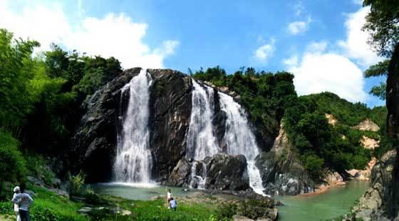 壁纸 风景 旅游 瀑布 山水 桌面 560_310