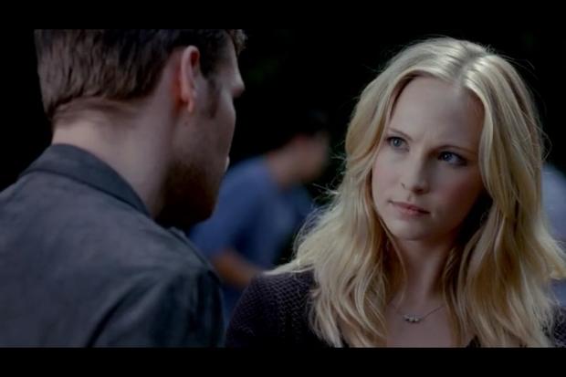 吸血鬼日记第四季07_吸血鬼日记第四季中卡洛琳戴着的有三个小珠珠的锁骨链是哪家 ...