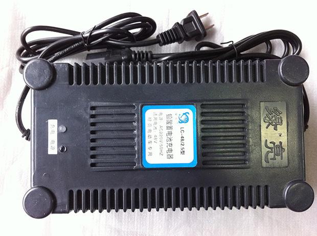 找一款绿亮电动车充电器lc--48/2
