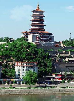 辽源魁星楼位于辽源市中心龙首山上,气势雄伟宏大,风格独特壮观,为我
